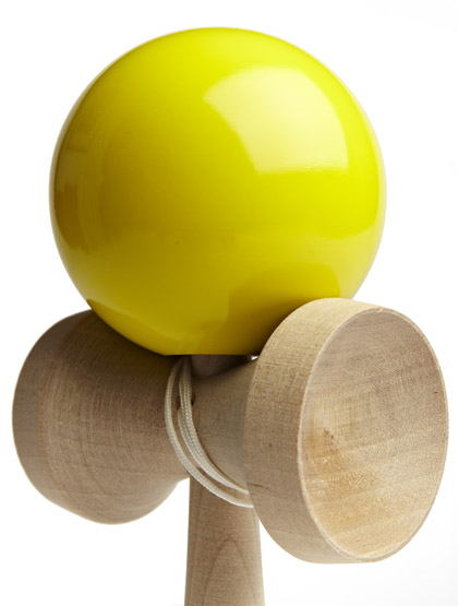 Kendama TK16 Yellow Closeup