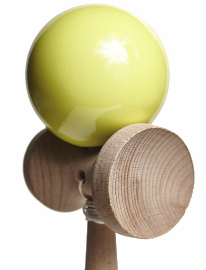 Kendama Union Yellow Closeup